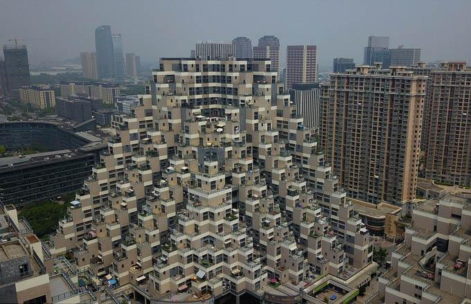 Tòa chung cư 18 tầng có cấu trúc 'kim tự tháp' ở Trung Quốc