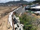 Cưỡng chế phá dỡ tường chắn khổng lồ trái phép ở Nha Trang